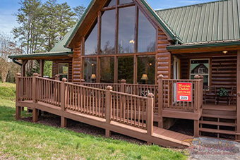 sundaze 3 bedroom pet friendly cabin in Pigeon Forge by Cabins USA