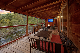 river paradise 3 bedroom pet friendly cabin in Sevierville by Cabins USA