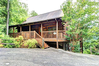Southern Dream 8 bedroom pet friendly cabin Pigeon Forge by Cabin Fever Vacations