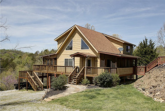 Sweet Briar 3 bedroom pet friendly cabin on douglas lake by Douglas Lake Vacations