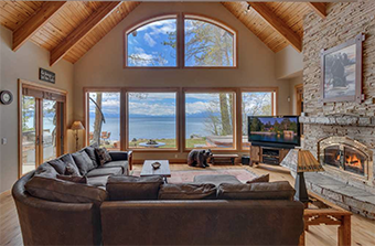 charlies den 4 bedroom pet friendly cabin south lake tahoe by Tahoe Luxury Properties
