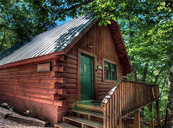1 bedroom pet friendly cabin in Bryson City NC by Bryson City Cabin Rentals